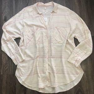 ✨NWT✨ Lou & Grey Button Down Shirt